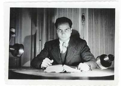 A la Cité Universitaire, 1936. A son bureau.